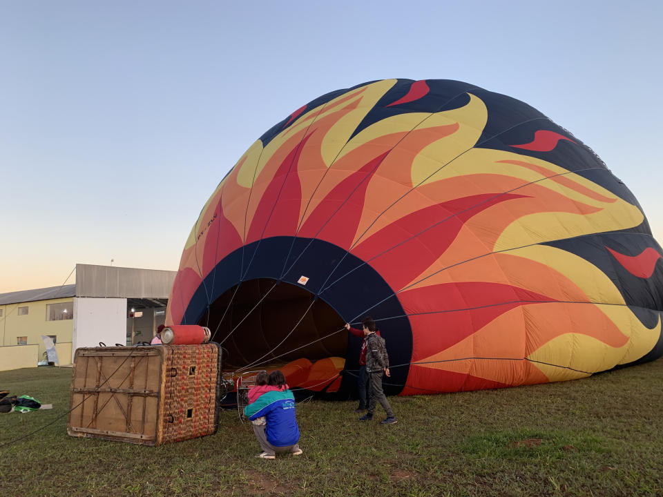 August 28, 2020. Piracicaba, SP, Brazil. Preparations to fly a hot air balloon at sunrise.
