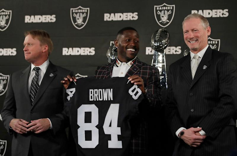 Oakland Raiders wide receiver Antonio Brown, center, has reportedly settled with a man who sued him for allegedly throwing furniture from the window of a Florida condo. (AP)