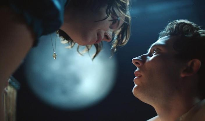 """Jessie Buckley as Juliet and Josh O'Connor as Romeo in the National Theatre production of Shakespeare's """"Romeo and Juliet"""" airing on """"Great Performances"""" on PBS (Airdate: 4/23/2021). Photo courtesy of National Theatre."""