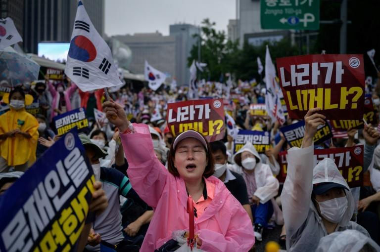 Thousands participated in an anti-government protest in Seoul, despite calls to avoid large gathering amid a surge in coronavirus cases