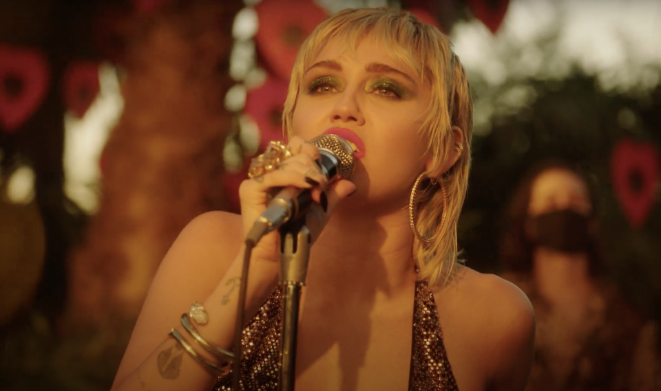 Watch Miley Cyrus Cover Pearl Jam's 'Just Breathe' During ...