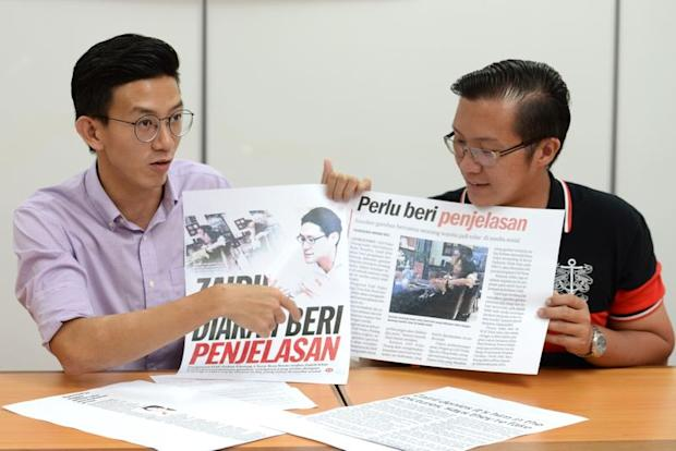 Penang Gerakan publicity bureau chief Ooi Zhi Yi (left) and vice youth chief of bukit bendera division Khaw Poh Chung offered to help Zairil Khir Johari lodge police reports on the photos April 20, 2017. — Picture by KE Ooi