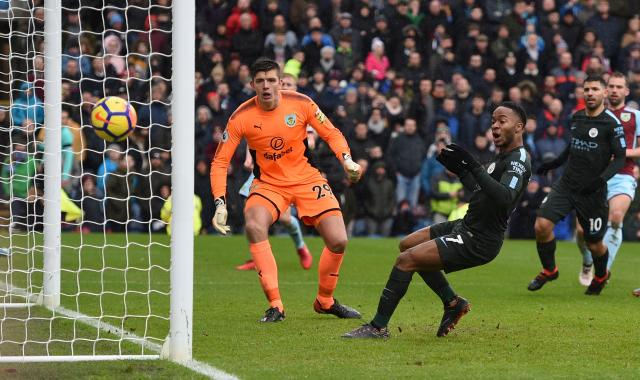 Raheem Sterling missed a sitter in Manchester City's 1-1 draw at Burnley. (Getty)