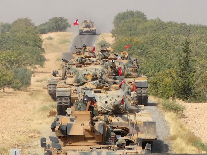 Turkish tanks make their way towards the Syrian border town of Jarablus, Syria, 24 August, 2016: Reuters