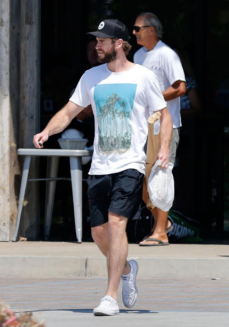The actor looked rather relaxed in a cool printed T-shirt and board shorts. Source: Mega