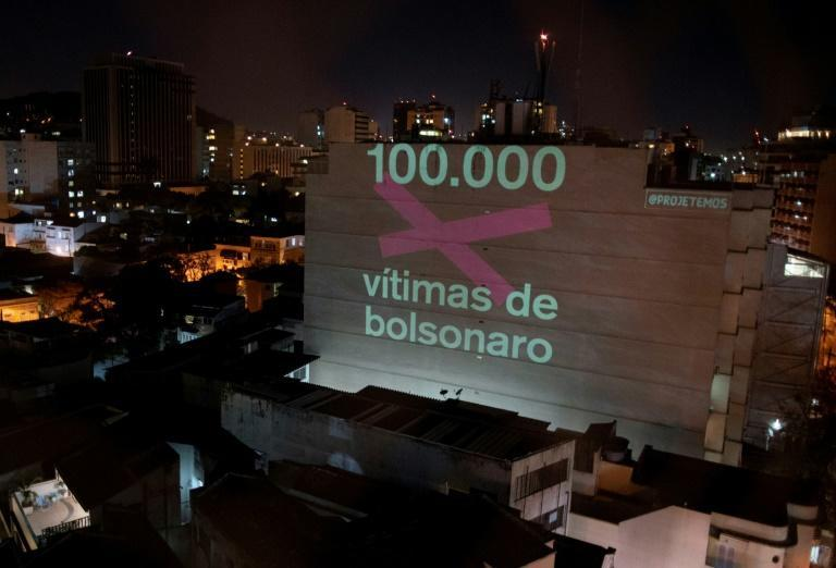 A message projected on a building in Rio de Janeiro on August 9, 2020 honored the 100,000 Brazilians killed so far by the novel coronavirus, calling them 'victims of Bolsonaro'