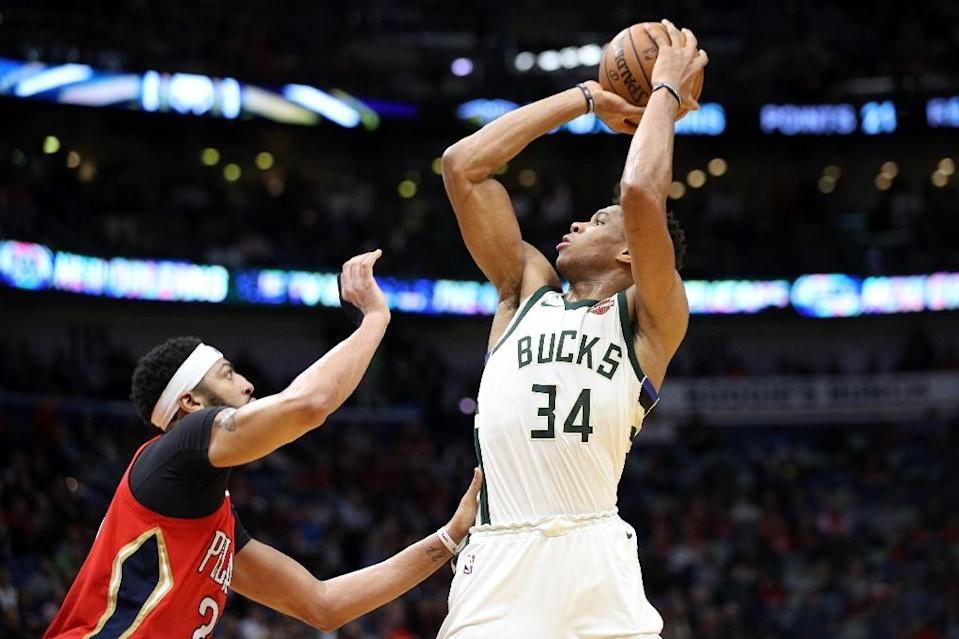 Giannis Antetokounmpo of the Milwaukee Bucks shoots the ball over Anthony Davis of the New Orleans Pelicans on December 13, 2017 (AFP Photo/Chris Graythen)
