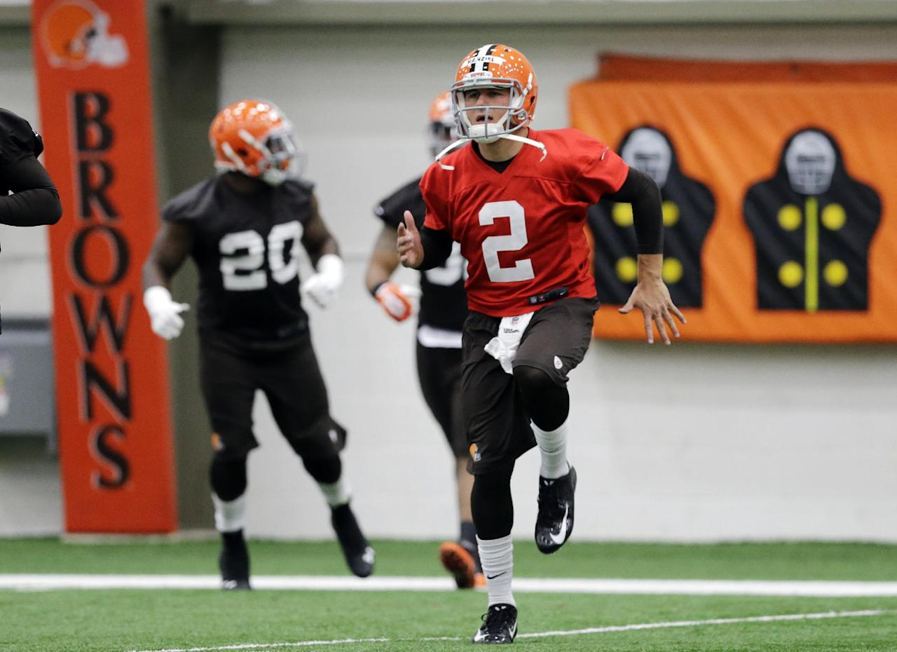 Cleveland Browns quarterback Johnny Manziel (2) warms up before a rookie minicamp practice at the NFL football team's facility in Berea, Ohio Saturday, May 17, 2014. (AP Photo/Mark Duncan)