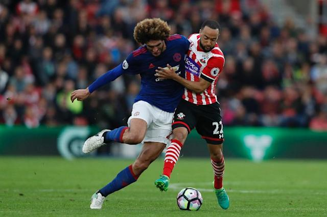 Manchester United's midfielder Marouane Fellaini (L) battles with Southampton's midfielder Nathan Redmond (R) during the English Premier League football match May 17, 2017 (AFP Photo/Adrian DENNIS)
