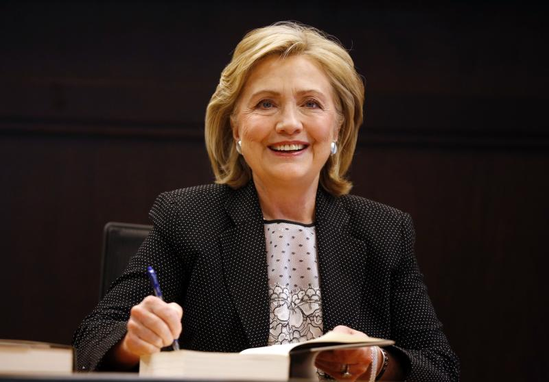 "Former U.S. Secretary of State Hillary Clinton signs copies of her book ""Hard Choices"" at a Barnes & Noble book store in Los Angeles, California June 19, 2014. REUTERS/Lucy Nicholson (UNITED STATES - Tags: POLITICS MEDIA)"
