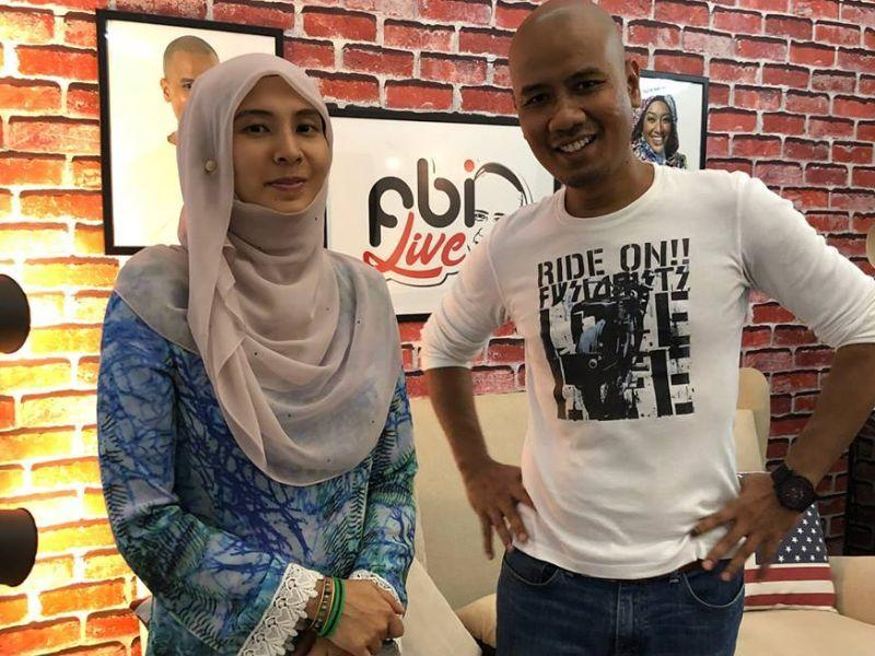 Nurul Izzah Anwar poses for a picture with Faizal Ismail before the talk show. — Picture via Facebook/Faizal Ismail FBI