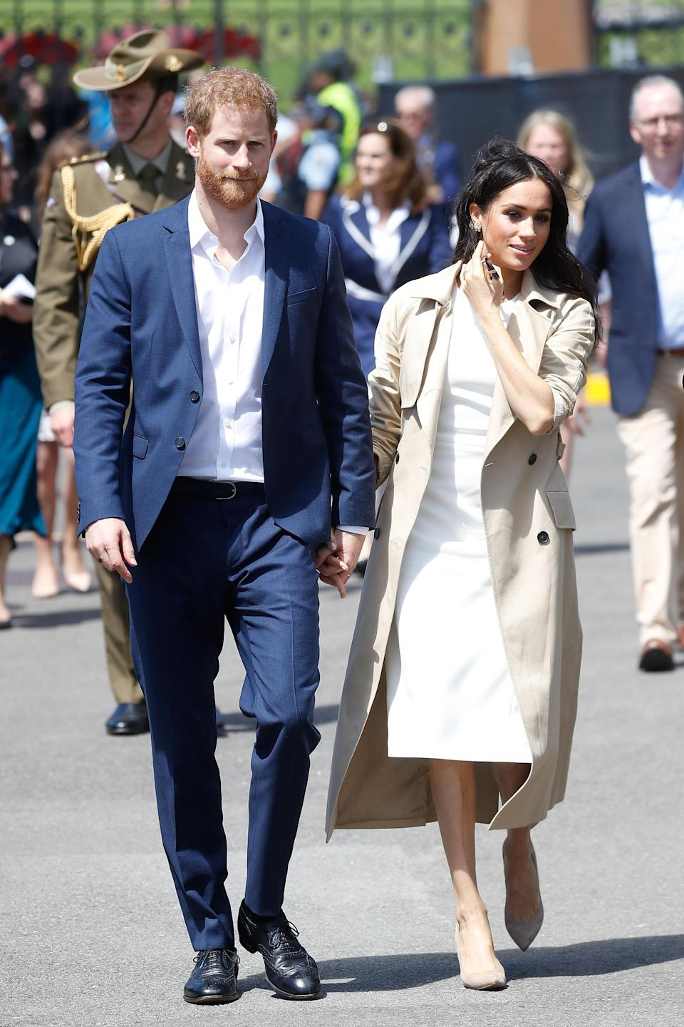 <p>Later in the day, Meghan and Harry stopped at the Sydney Opera House where they were treated to a performance by Aboriginal and Torres Strait Islander dance company Bangarra Dance Theatre, before doing a meet and greet with well-wishers. Meghan added a beige coat to her dress in the face of some pretty chilly winds. Photo: Getty </p>