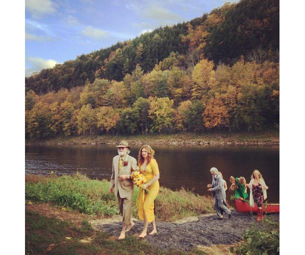Amber Tamblyn Wedding.Amber Tamblyn Wears A Yellow Dress To Her Star Studded Wedding
