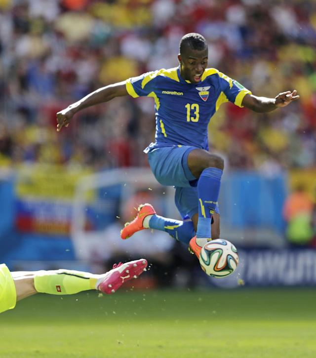 Ecuador's Enner Valencia attempts to get the ball past Switzerland's goalkeeper Diego Benaglio's leg during the group E World Cup soccer match between Switzerland and Ecuador at the Estadio Nacional in Brasilia, Brazil, Sunday, June 15, 2014. (AP Photo/Fernando Llano)