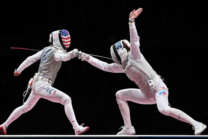 <p>USA's Lee Kiefer competes against Russia's Inna Deriglazova in the women's foil individual gold medal bout.</p>