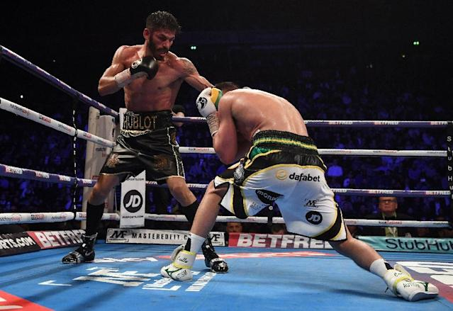 Venezuela's Jorge Linares (R) goes on the offensive in a unanimous decision victory over England's Anthony Crolla in their WBA, WBC Lightweight match (AFP Photo/Paul ELLIS)