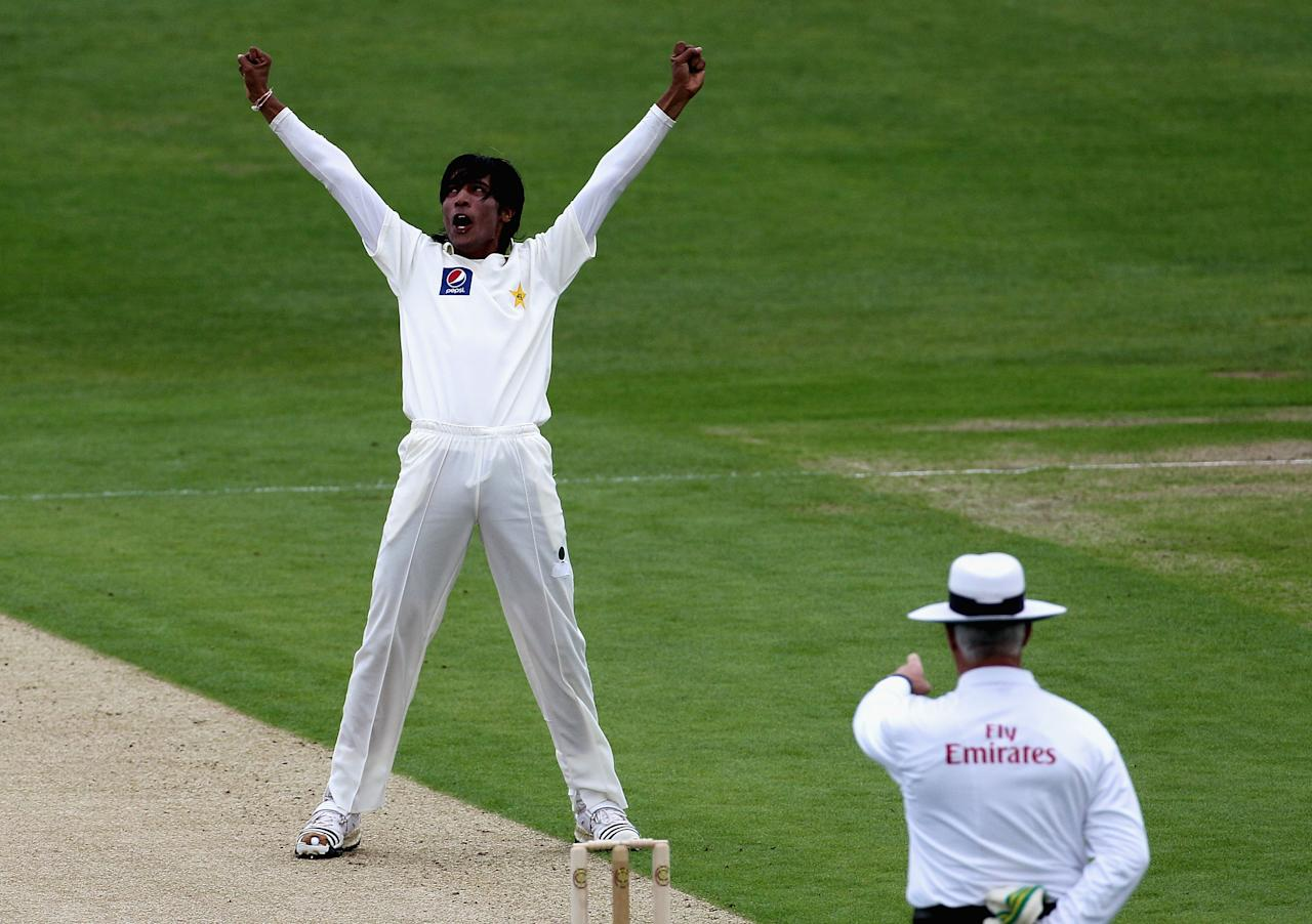LEEDS, ENGLAND - JULY 21:  Mohammad Aamer of Pakistan celebrates as umpire Rudi Koertzen rules Simon Katich of Australia out LBW during day one of the 2nd Test between Pakistan and Australia played at Headingley Carnegie Stadium on July 21, 2010 in Leeds, England.  (Photo by Hamish Blair/Getty Images)