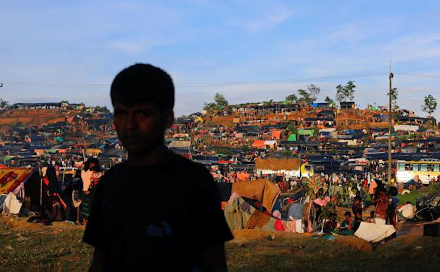 <p>A Rohingya refugee walks past a makeshift camp in Cox's Bazar, Bangladesh, Sept. 17, 2017. (Photo: Danish Siddiqui/Reuters) </p>