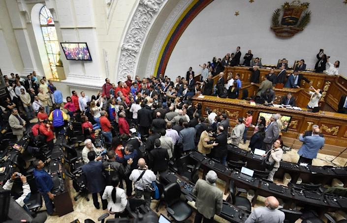 Opposition deputies argue with government representatives during a National Assembly special session to vote to open a political trial against President Nicolas Maduro, in Caracas (AFP Photo/Juan Barreto)