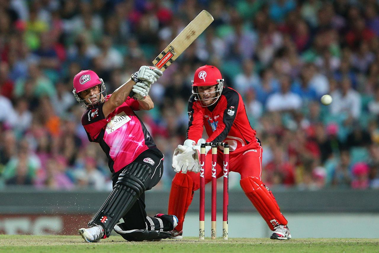 SYDNEY, AUSTRALIA - JANUARY 09: Stephen O'Keefe of the Sixers bats during the Big Bash League match between the Sydney Sixers and the Melbourne Renegades at SCG on January 9, 2013 in Sydney, Australia.  (Photo by Cameron Spencer/Getty Images)