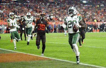 Sep 20, 2018; Cleveland, OH, USA; New York Jets running back Isaiah Crowell (20) scores a touchdown during the first half against the Cleveland Browns at FirstEnergy Stadium. Mandatory Credit: Ken Blaze-USA TODAY Sports