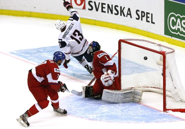Vince Hinostroza of the U.S. scores on Czech Republic's goalie Daniel Dolejs (R) and Libor Sulak (L) during the third period of their IIHF World Junior Championship ice hockey game in Malmo December 26, 2013. REUTERS/Alexander Demianchuk (SWEDEN - Tags: SPORT ICE HOCKEY)
