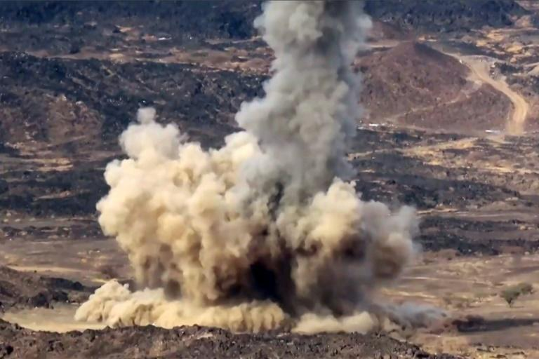 A file picture from June 28, 2021 shows an explosion from a projective fired during fighting for Yemen's Marib (AFP/-)