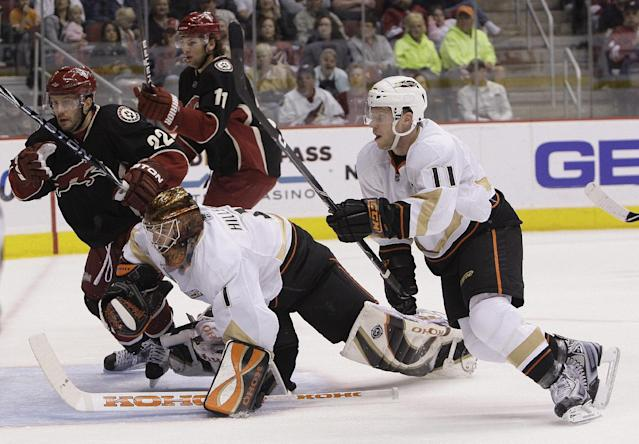Anaheim Ducks' Jonas Hiller (1), of Switzerland, dives after the puck as Ducks' Saku Koivu (11), of Finland, Phoenix Coyotes' Lee Stempniak (22) and Martin Hanzal (11), of the Czech Republic, all give chase in the second period of an NHL hockey game Saturday, March 6, 2010, in Glendale, Ariz. The Coyotes defeated the Ducks 4-0. (AP Photo/Ross D. Franklin)