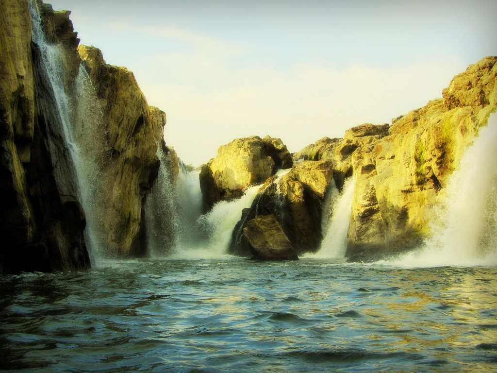 "Hogenakkal -- literally, the smoking rocks in Kannada. These falls on the Cauvery River are located in Dharmapuri district of Tamil Nadu.<br><br>by <a target=""_blank"" href=""http://www.flickr.com/photos/11147741@N08/"">Jinesh Ramakrishnan</a>/ Flickr"