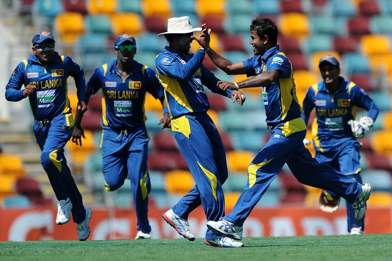 BRISBANE, AUSTRALIA - JANUARY 18:  Nuwan Kulasekara (2nd right) of Sri Lanka celebrates a wicket with team mates during game three of the Commonwealth Bank one day international series between Australia and Sri Lanka at The Gabba on January 18, 2013 in Brisbane, Australia.  (Photo by Matt Roberts/Getty Images)