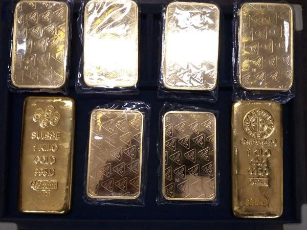 Three held for smuggling 5 kg gold worth Rs 2.44 Crores in Indore