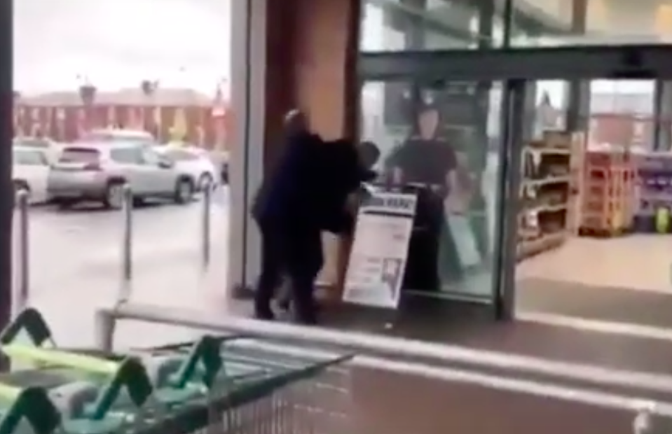 The man tried repeatedly to get inside the store (YouTube)