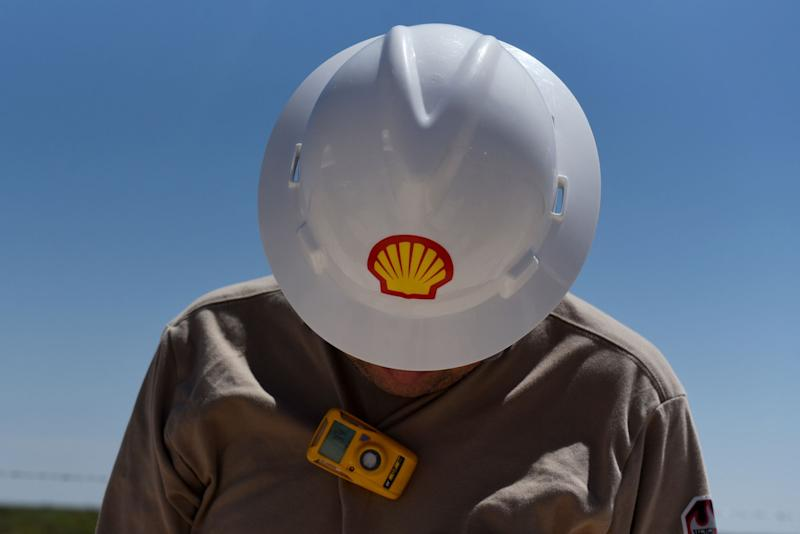 Shell to Build First Big Solar Plant in Move to Power Production
