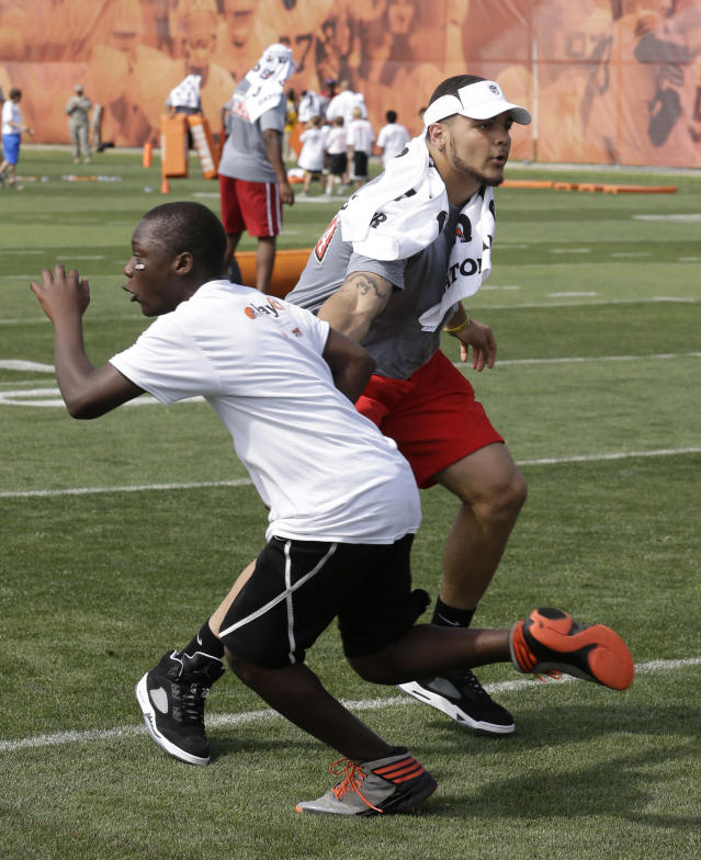 Tampa Bay Buccaneers NFC rookie Mike Evans, right, tries to block a participant during an NFL football Play 60 youth event, part of the NFL's annual Rookie Symposium, at the Cleveland Browns practice facility Tuesday, June 24, 2014, in Berea, Ohio. (AP Photo/Tony Dejak)