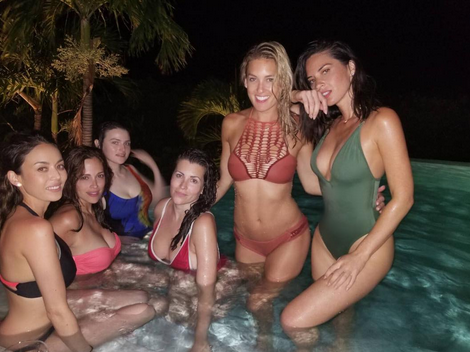 "Here's another look at her bikini-clad ""birthday crew."" (Photo: Olivia Munn via Instagram)"