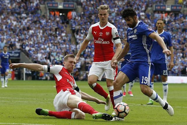 Arsenal's Per Mertesacker (L) slides in to tackle Chelsea's Diego Costa during their English FA Cup final at Wembley stadium in London on May 27, 2017 (AFP Photo/Ian KINGTON)