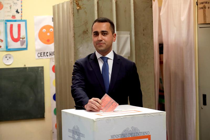 Italian Deputy Prime Minister and 5-Star Movement leader Luigi Di Maio casts his vote in the European election in Pomigliano d'Arco, Italy May 26, 2019. REUTERS/Ciro de Luca