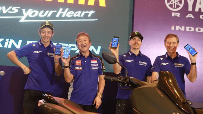 Dua rider dari tim Monster Energy Yamaha MotoGP, Valentino Rossi dan Maverick Vinales saat peluncuran aplikasi Y-Connect (Yamaha Motorcycle Connect) pada All New Nmax 155 Connected/ABS.
