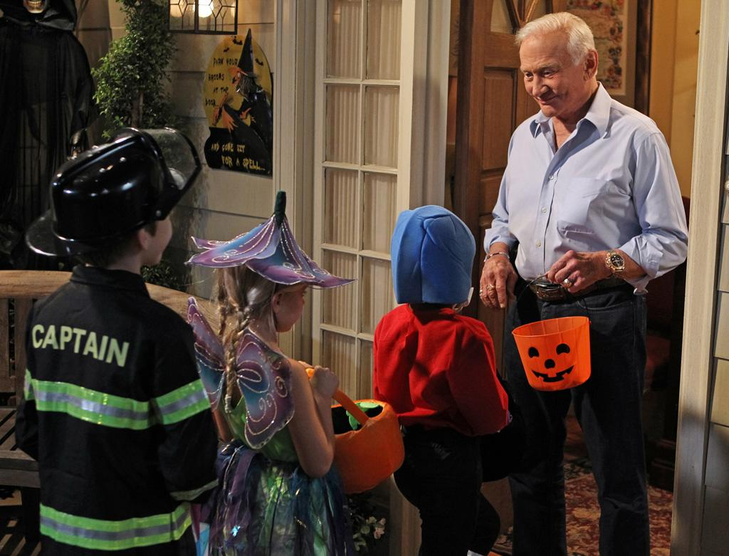 "<b>Buzz Aldrin on ""The Big Bang Theory"" (October 25) </b><br><br>He missed Howard's space mission by a couple of weeks, but the legendary astronaut shows up on CBS's hit nerd-com for this week's Halloween episode. Funny thing, though: We've noticed that the more guest stars ""Big Bang"" has, the worse the episodes are. So with all due respect to Mr. Aldrin, our hopes aren't sky-high for this one. <br><br><b>Worth Watching?</b> Nah… although seeing Howard and Bernadette dressed up as Papa Smurf and Smurfette might change our minds."