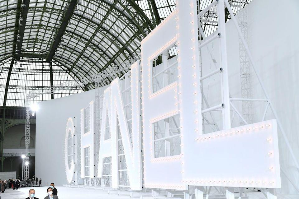<p>Harking back to the golden age of cinema, Chanel recreated the Hollywood sign in the Grand Palais. </p><p>Models walked between the iconic brand's oversized lettering for the SS21 show, that hosted a reduced crowd due to the ongoing pandemic.</p>