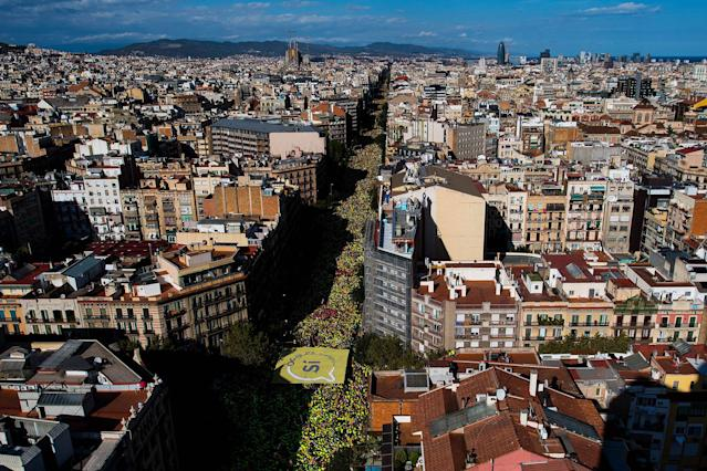 <p>SEPT. 11, 2017 – People march during a demonstration celebrating the Catalan National Day in Barcelona, Spain. The Spanish Northeastern autonomous region celebrates its National Day on September 11 marked by the secession referendum of the next October 1 which was approved by the Catalan Parliament and banned by the Spanish Government. (Photo: David Ramos/Getty Images) </p>