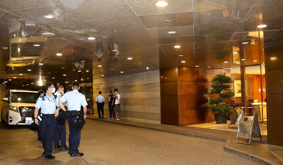 Police stand outside the Dynasty Club on Harbour Road in Wan Chai near where mainland businessman Qian Fenglei was assaulted late Saturday night. Photo: Handout
