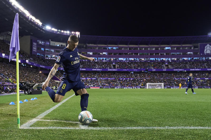 VALLADOLID, SPAIN - JANUARY 26: Toni Kroos of Real Madrid CF kicks the ball during the Liga match between Real Valladolid CF and Real Madrid CF at Jose Zorrilla on January 26, 2020 in Valladolid, Spain. (Photo by Quality Sport Images/Getty Images)