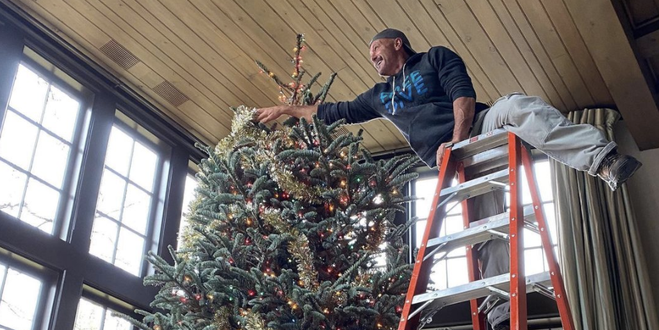 Fans Are Calling Out Tim Mcgraw For His Instagram Post Of His Christmas Tree
