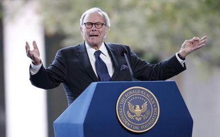 FILE PHOTO - Television journalist Tom Brokaw speaks at the funeral of Nancy Reagan at the Ronald Reagan Presidential Library in Simi Valley, California, United States, March 11, 2016. REUTERS/Lucy Nicholson