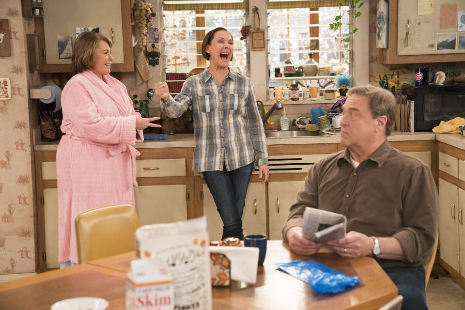 Roseanne Barr, Laurie Metcalf, and John Goodman on the set of <em>Roseanne</em>. (Photo: Getty Images)