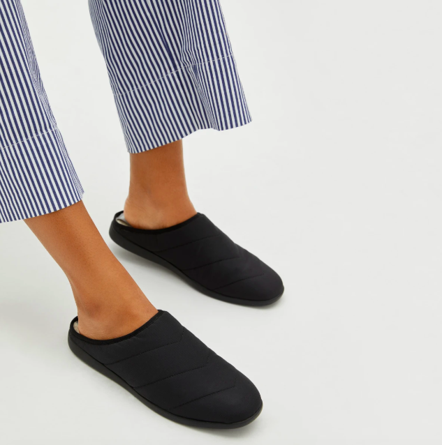 The ReNew Slipper in Black. Image via Everlane.