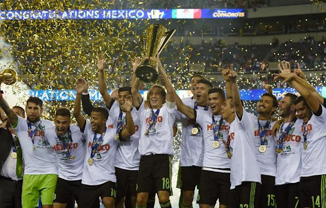 Mexico celebrates their victory in the 2015 CONCACAF Gold Cup final between Jamaica and Mexico in Philadelphia on July 26, 2015 (AFP Photo/Don Emmert)