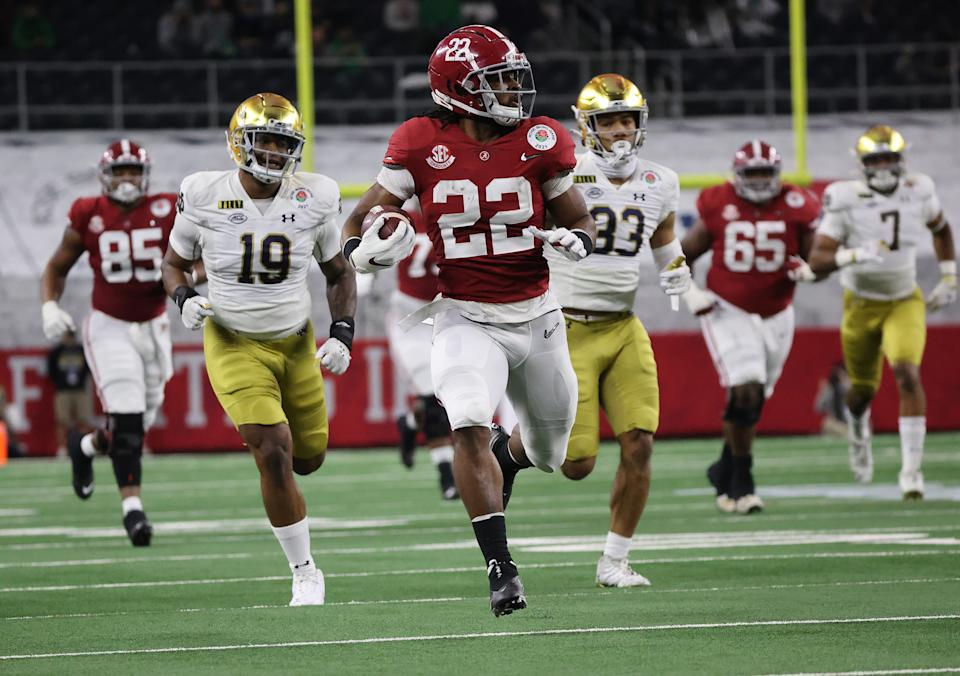 Jan 1, 2021; Arlington, TX, USA; Alabama Crimson Tide running back Najee Harris (22) runs the ball against the Notre Dame Fighting Irish during the first half in the Rose Bowl at AT&T Stadium. Mandatory Credit: Kevin Jairaj-USA TODAY Sports