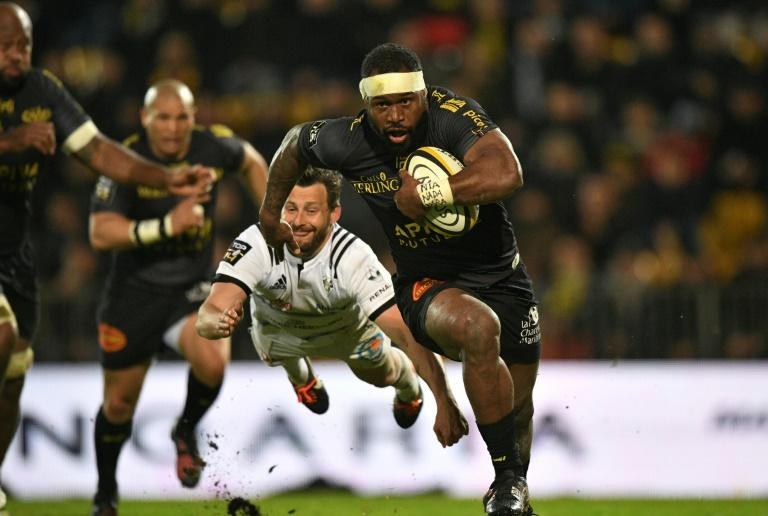 La Rochelle's centre Levani Botia (R) outruns Brive's scrum-half Jean-Baptiste Pejoine during their French Top 14 rugby union match, at the Marcel Deflandre stadium in La Rochelle, on March 18, 2017